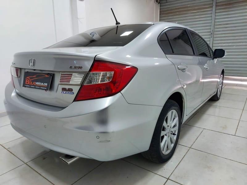 //www.autoline.com.br/carro/honda/civic-20-lxr-16v-flex-4p-automatico/2014/brasilia-df/14945827