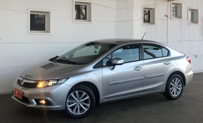 //www.autoline.com.br/carro/honda/civic-18-lxs-16v-flex-4p-automatico/2015/brasilia-df/15127467