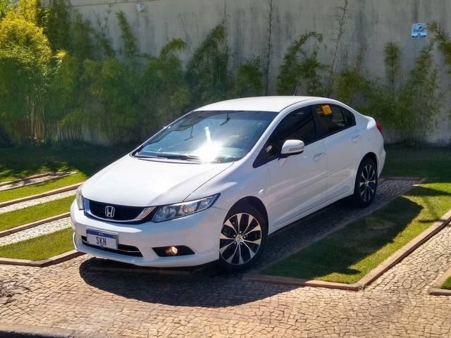 //www.autoline.com.br/carro/honda/civic-20-lxr-16v-flex-4p-automatico/2016/brasilia-df/15481658