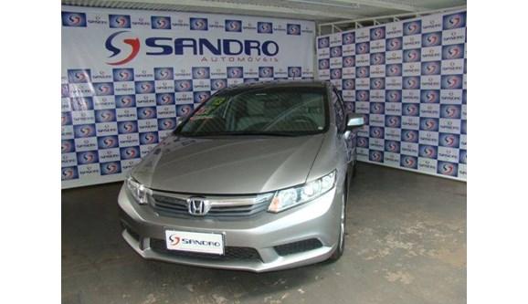 //www.autoline.com.br/carro/honda/civic-18-lxs-16v-sedan-flex-4p-automatico/2013/presidente-prudente-sp/6799311