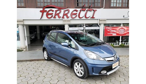 //www.autoline.com.br/carro/honda/fit-15-twist-16v-flex-4p-automatico/2014/guaramirim-sc/10130435