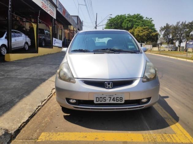 //www.autoline.com.br/carro/honda/fit-14-lx-8v-gasolina-4p-cvt/2004/sumare-sp/12323357