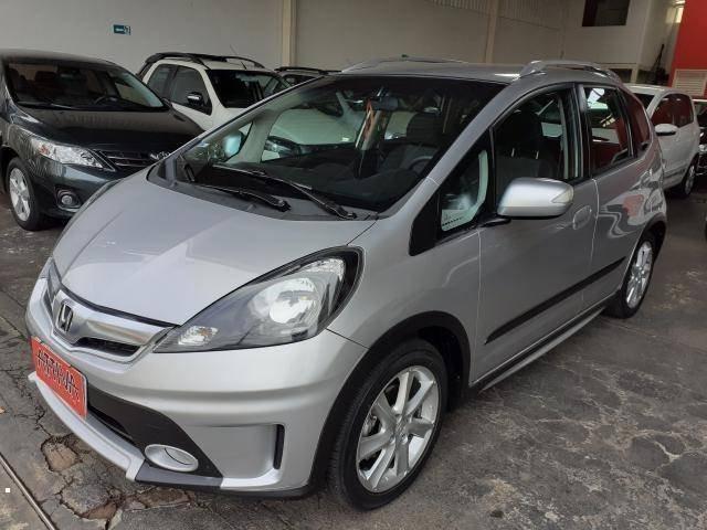 //www.autoline.com.br/carro/honda/fit-15-twist-16v-flex-4p-automatico/2014/uberlandia-mg/14955284