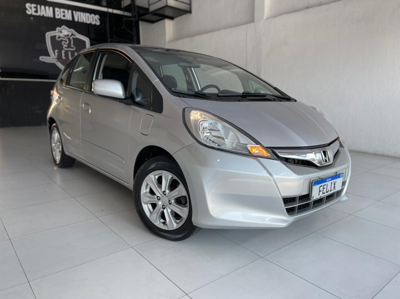 //www.autoline.com.br/carro/honda/fit-14-lx-16v-flex-4p-automatico/2013/sao-paulo-sp/15207756