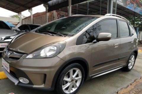 //www.autoline.com.br/carro/honda/fit-15-twist-16v-flex-4p-automatico/2013/dourados-ms/15866869