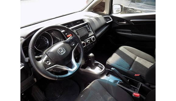 //www.autoline.com.br/carro/honda/fit-15-ex-16v-flex-4p-automatico/2016/fortaleza-ce/6874668