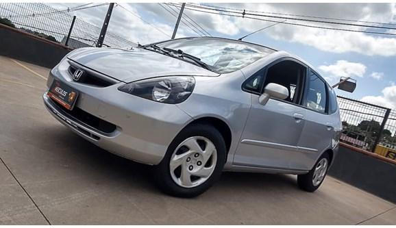 //www.autoline.com.br/carro/honda/fit-14-lx-8v-gasolina-4p-automatico/2004/belo-horizonte-mg/6963108
