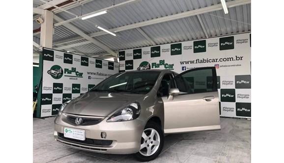 //www.autoline.com.br/carro/honda/fit-14-lx-8v-gasolina-4p-manual/2004/joinville-sc/7643972