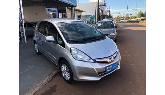//www.autoline.com.br/carro/honda/fit-14-lx-16v-flex-4p-automatico/2013/cascavel-pr/7971529