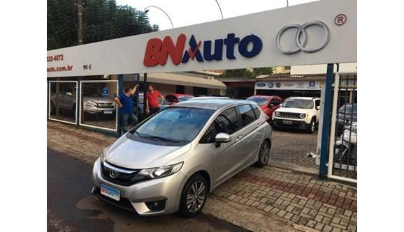 //www.autoline.com.br/carro/honda/fit-15-exl-16v-flex-4p-automatico/2016/chapeco-sc/8239948