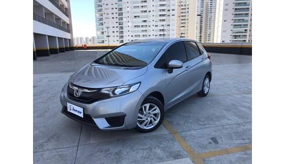 //www.autoline.com.br/carro/honda/fit-15-dx-16v-flex-4p-automatico/2017/osasco-sp/9628248