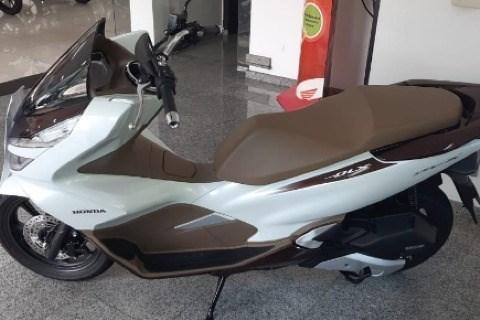 //www.autoline.com.br/moto/honda/pcx-150-dlx-gas-aut-basico/2020/sao-paulo-sp/13019865