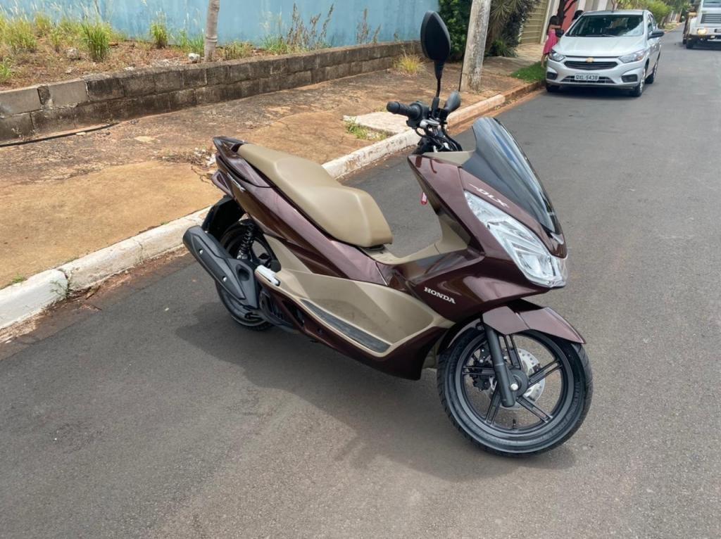 //www.autoline.com.br/moto/honda/pcx-150-dlx-gas-aut-basico/2018/ribeirao-preto-sp/13620792