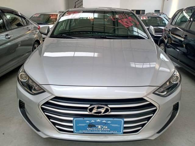 //www.autoline.com.br/carro/hyundai/elantra-20-16v-sedan-flex-4p-automatico/2017/sao-paulo-sp/12871976
