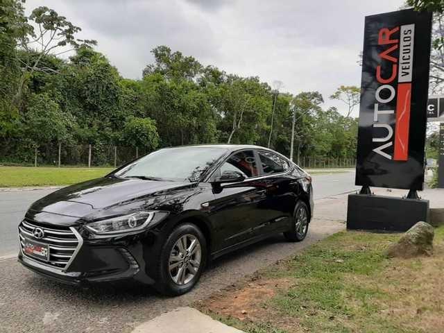 //www.autoline.com.br/carro/hyundai/elantra-20-16v-sedan-flex-4p-automatico/2017/palhoca-sc/13587949