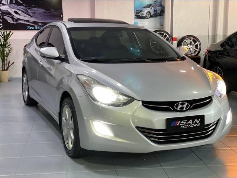 //www.autoline.com.br/carro/hyundai/elantra-18-gls-16v-gasolina-4p-automatico/2012/itajai-sc/15033799