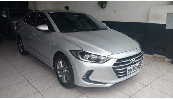 //www.autoline.com.br/carro/hyundai/elantra-20-16v-sedan-flex-4p-automatico/2017/londrina-pr/6981466