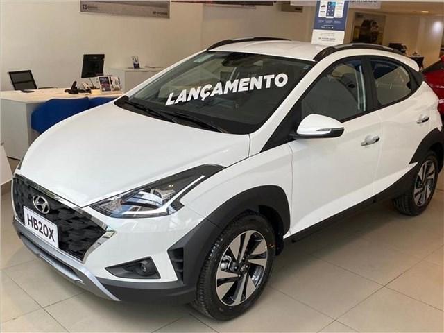 //www.autoline.com.br/carro/hyundai/hb20x-16-evolution-16v-flex-4p-automatico/2021/sao-paulo-sp/12866028