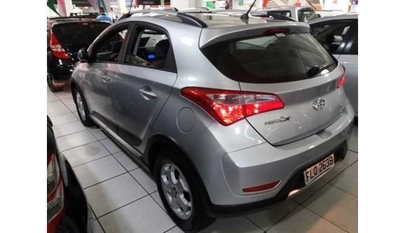//www.autoline.com.br/carro/hyundai/hb20x-16-16v-style-flex-4p-automatico/2014/osasco-sp/5513298