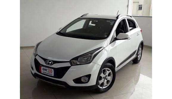 //www.autoline.com.br/carro/hyundai/hb20x-16-16v-premium-flex-4p-automatico/2015/montes-claros-mg/7749585