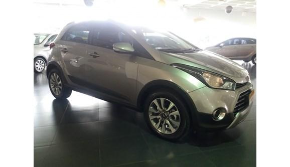 //www.autoline.com.br/carro/hyundai/hb20x-16-style-16v-flex-4p-automatico/2018/belo-horizonte-mg/8340421