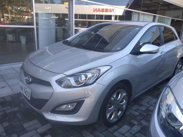 //www.autoline.com.br/carro/hyundai/i30-16-gd-16v-flex-4p-automatico/2014/joinville-sc/11368368