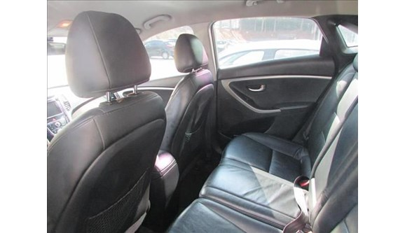 //www.autoline.com.br/carro/hyundai/i30-16-gd-16v-flex-4p-automatico/2013/sao-paulo-sp/6076086