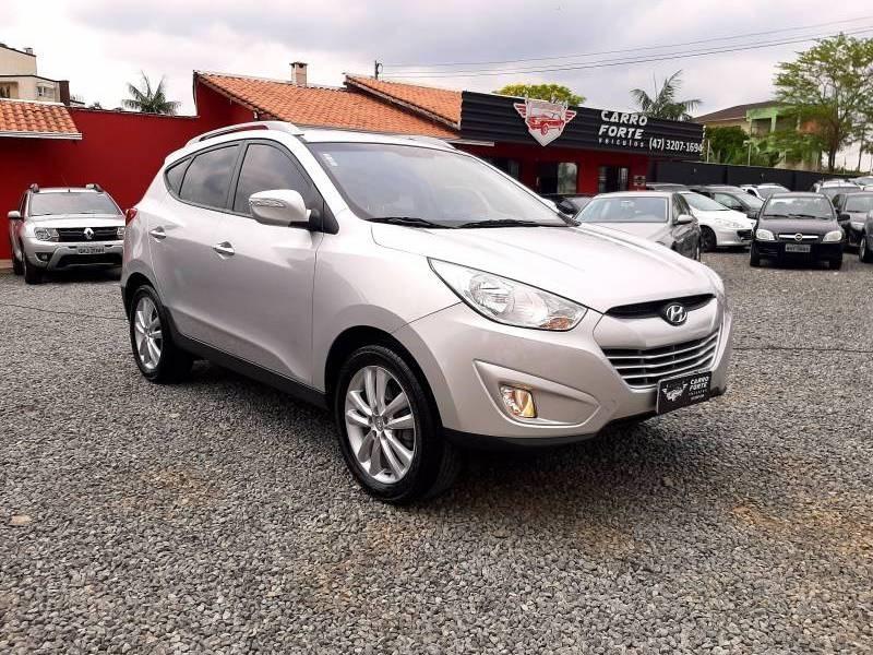 //www.autoline.com.br/carro/hyundai/ix35-20-16v-2wd-flex-4p-automatico/2016/joinville-sc/12808359
