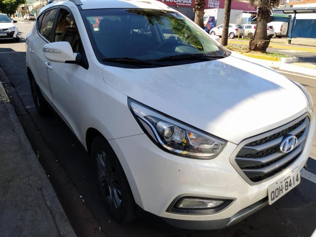 //www.autoline.com.br/carro/hyundai/ix35-20-gls-16v-flex-4p-automatico/2018/uberaba-mg/13098764