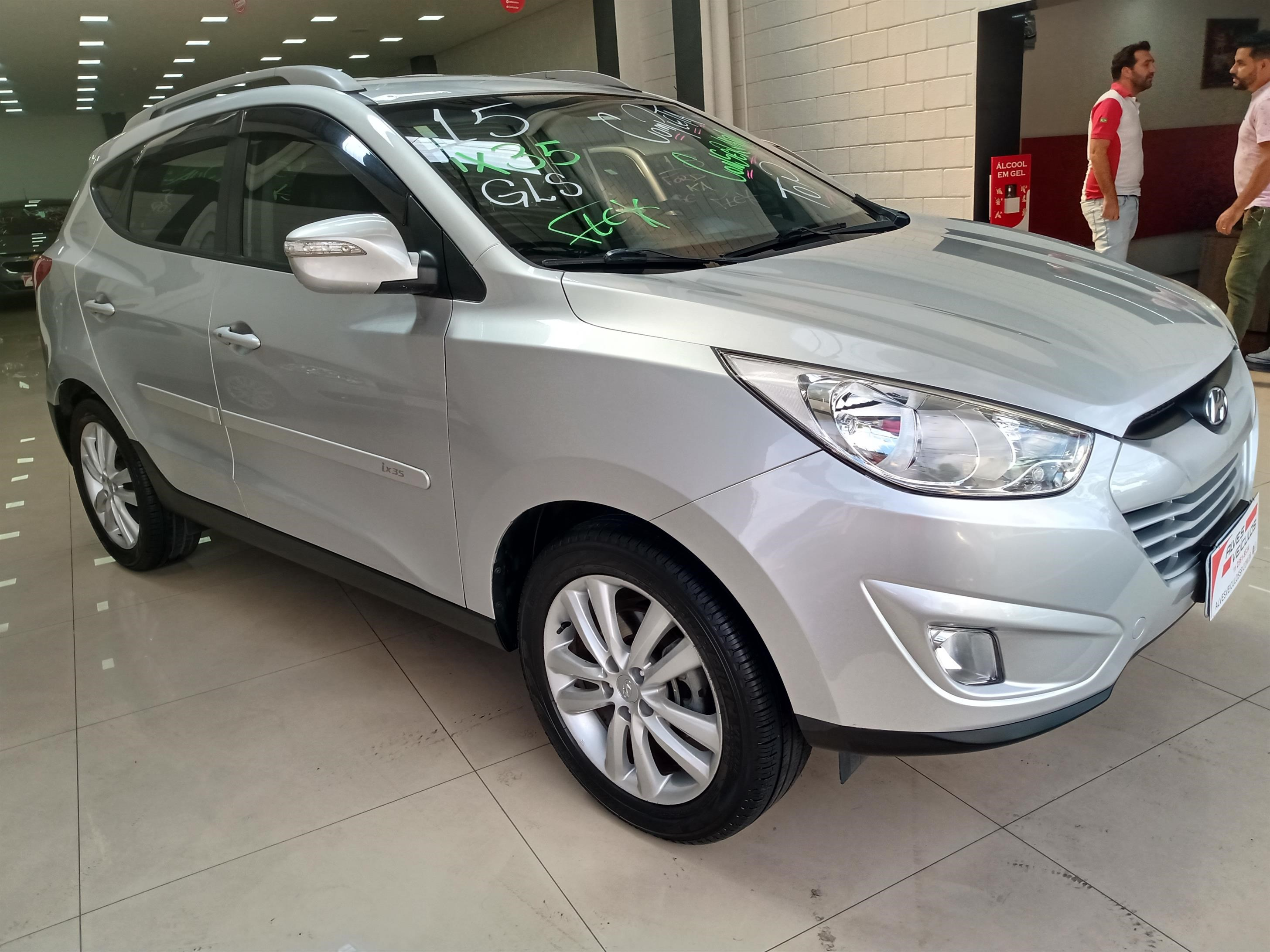 //www.autoline.com.br/carro/hyundai/ix35-20-16v-flex-4p-automatico/2015/sao-paulo-sp/14277657