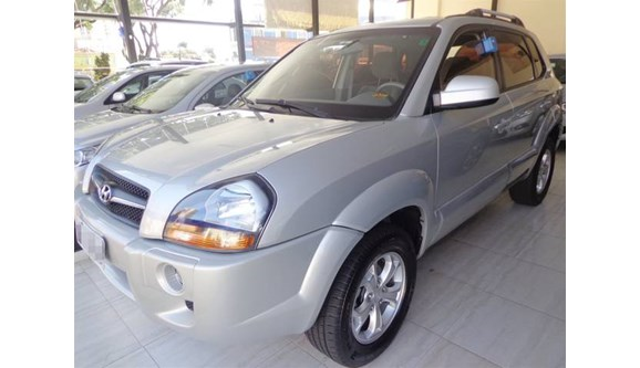 //www.autoline.com.br/carro/hyundai/tucson-20-gls-16v-flex-4p-automatico/2013/aracatuba-sp/9095928