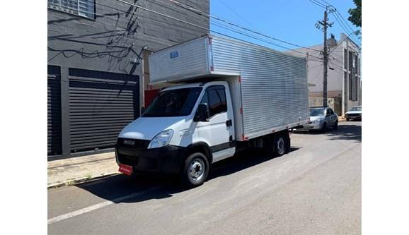 //www.autoline.com.br/carro/iveco/daily-30-35s14-cs-8v-diesel-2p-manual/2015/bauru-sp/11008972