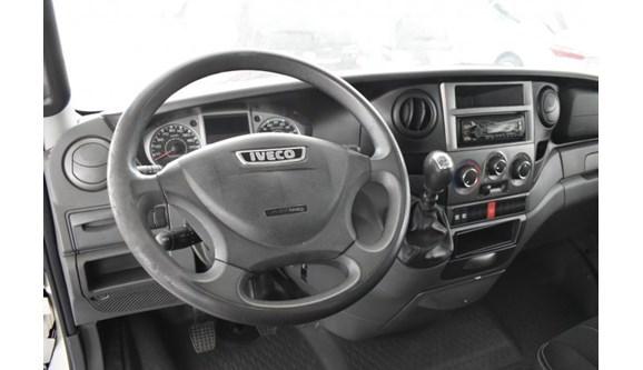 //www.autoline.com.br/carro/iveco/daily-30-35s14-cs-8v-diesel-2p-manual/2015/sorocaba-sp/12289541