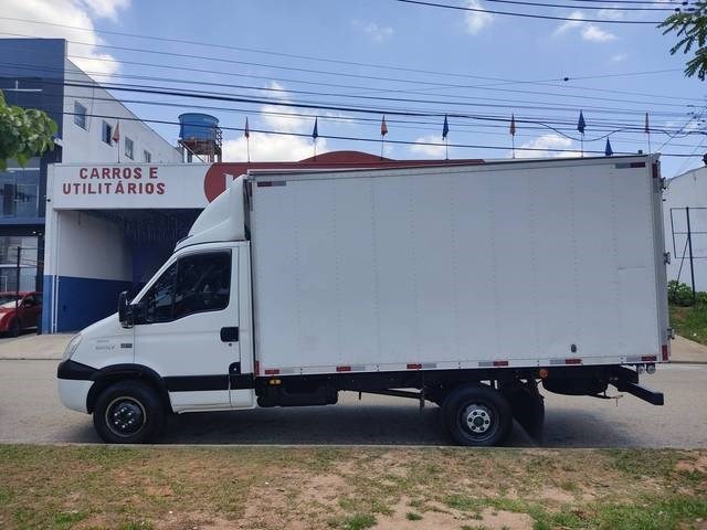 //www.autoline.com.br/carro/iveco/daily-30-35s14-cs-8v-diesel-2p-manual/2014/sorocaba-sp/13002122