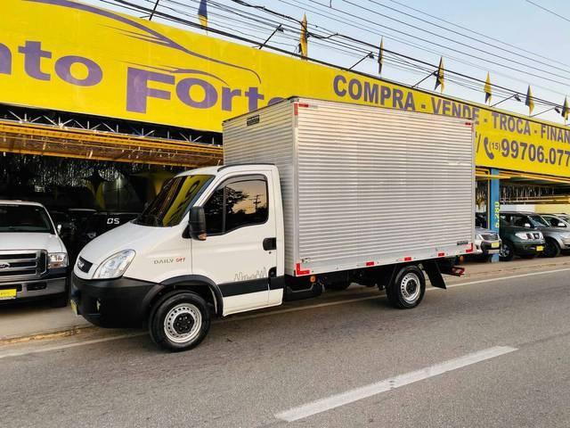 //www.autoline.com.br/carro/iveco/daily-23-30s13-city-cs-3750-16v-diesel-2p-turbo-man/2020/sorocaba-sp/15166187