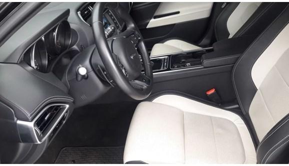 //www.autoline.com.br/carro/jaguar/xe-20-r-sport-16v-gasolina-4p-automatico/2017/campo-grande-ms/7003727