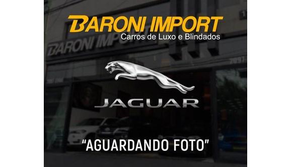 //www.autoline.com.br/carro/jaguar/xe-20-r-sport-16v-gasolina-4p-automatico/2018/sao-paulo-sp/8395641