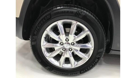 //www.autoline.com.br/carro/jeep/cherokee-32-limited-24v-gasolina-4p-automatico-4x4/2014/blumenau-sc/12998318