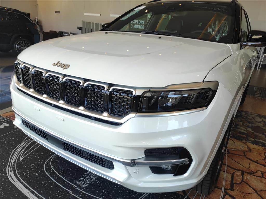 //www.autoline.com.br/carro/jeep/commander-20-td380-overland-16v-diesel-4p-4x4-turbo-aut/2022/pouso-alegre-mg/15553013