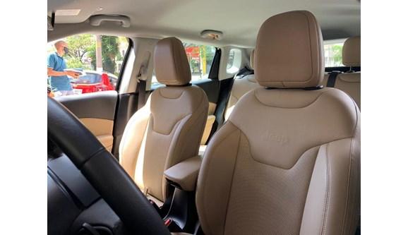 //www.autoline.com.br/carro/jeep/compass-20-limited-16v-flex-4p-automatico/2018/sao-paulo-sp/13159809