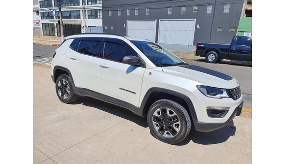 //www.autoline.com.br/carro/jeep/compass-20-trailhawk-16v-diesel-4p-automatico-4x4-tur/2018/campinas-sp/13944918