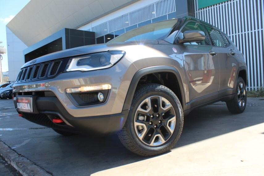 //www.autoline.com.br/carro/jeep/compass-20-trailhawk-16v-diesel-4p-4x4-turbo-automati/2018/brasilia-df/15200790