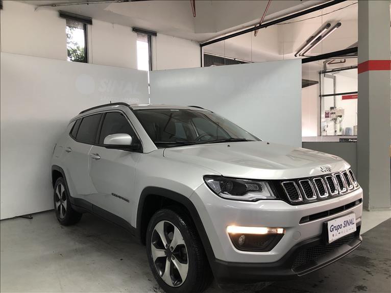 //www.autoline.com.br/carro/jeep/compass-20-longitude-16v-flex-4p-automatico/2018/sao-paulo-sp/15715380