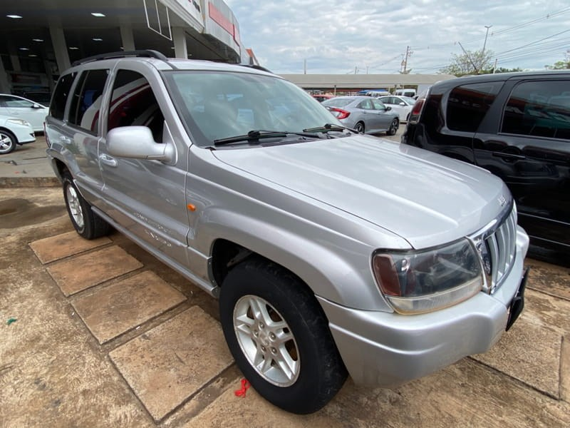 //www.autoline.com.br/carro/jeep/grand-cherokee-27-laredo-20v-diesel-4p-4x4-turbo-automatico/2004/brasilia-df/15836993