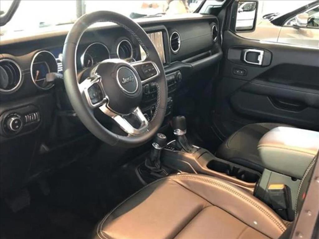 //www.autoline.com.br/carro/jeep/wrangler-20-sahara-16v-gasolina-2p-4x4-turbo-automatic/2021/pouso-alegre-mg/14925571