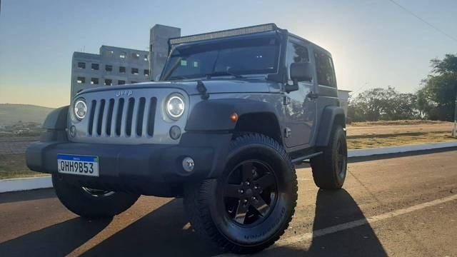//www.autoline.com.br/carro/jeep/wrangler-36-v6-sport-24v-gasolina-2p-4x4-automatico/2015/chapeco-sc/15091862