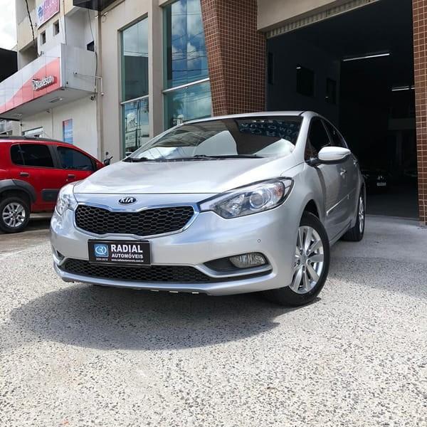 //www.autoline.com.br/carro/kia/cerato-16-sx-16v-sedan-t-4p-automatico/2015/anapolis-go/14016930