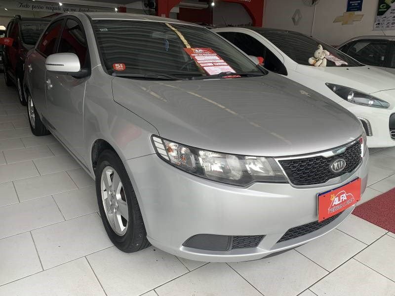 //www.autoline.com.br/carro/kia/cerato-16-ex-16v-gasolina-4p-manual/2013/itajai-sc/14286696