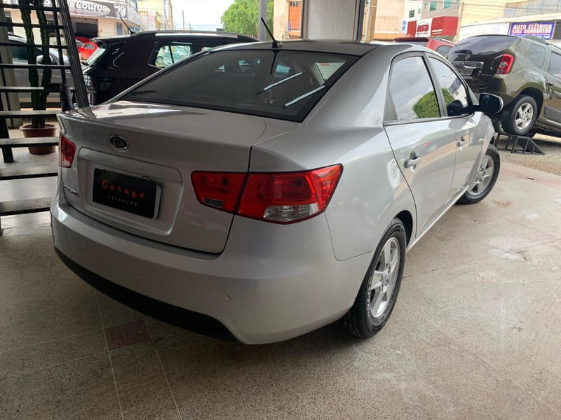 //www.autoline.com.br/carro/kia/cerato-16-sx-16v-gasolina-4p-manual/2013/brasilia-df/14633941