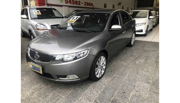 //www.autoline.com.br/carro/kia/cerato-16-sx-16v-sedan-gasolina-4p-automatico/2013/sao-paulo-sp/8002365